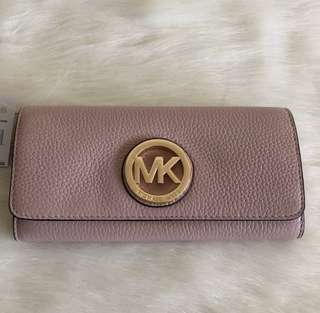 LAST PIECE‼️ From the sale Event‼️ MK Fulton Flap Wallet in Blossom ETA: May 5