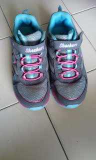 Skechers sport shoes (Unisex, kid, Size us 3, UK 2, Eu 35, cm 22)