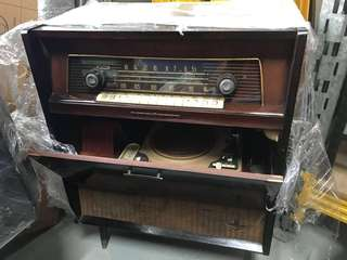 Antique radio (still working )