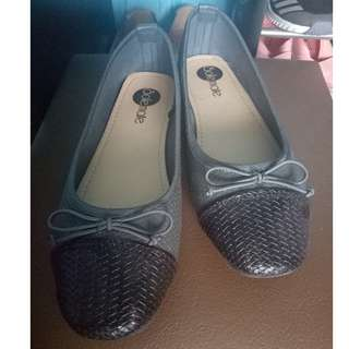 Preloved women's flat shoes