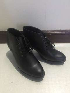 Uniqlo Ankle Boots Unused (Also open for straight swap: Nude/Black High block Heels)