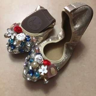 全新超靚韓國鞋可以去旅行著便攜帶接埋