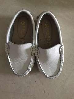 Unisex Shoes Size 16