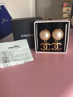 Chanel vintage Ear clips pearl