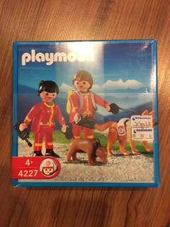 Playability fireman and dogs