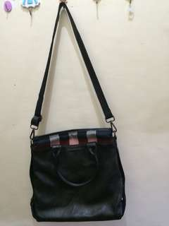 Burberry sling bag(leather)