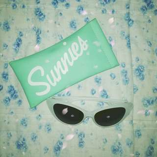 Sunnies Sunglasses w/ Pouch