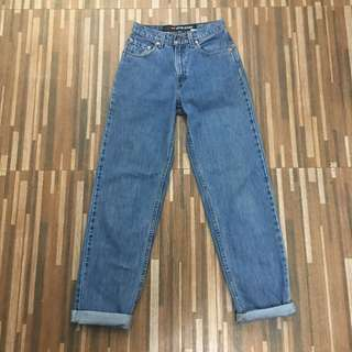 NEW Levi's HW Mom Jeans
