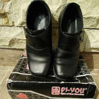 Sepatu pantofel anak