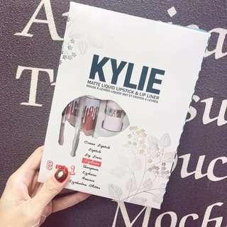 Kylie 8 in 1 makeup set