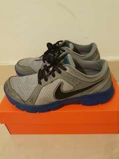 Boys Nike Sports Shoes (UK 4.5)