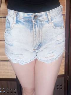 Denim high-waist shorts [Acid-washed]