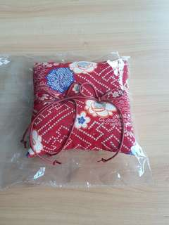 "Wedding bang ""pillow"" Japanese style"