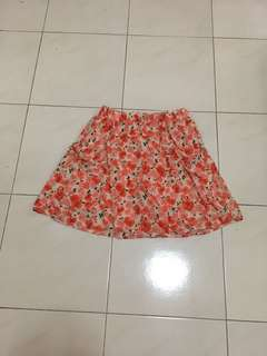 Floral short skirt with pockets