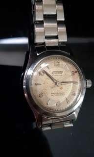 古董(BOY庒)上鏈,鋼帶錶約40年代機件正常(古董字面)售:(一仟伍佰元)。'