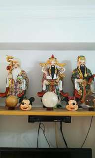 Fu lu shou and 3 displayed balls