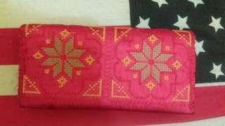 Dompet kain panjang warna merah