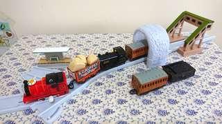 湯瑪士小火車連結超值車軌道組合