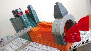 正品湯瑪士可收納超值軌道列車*附兩台積木組合列車