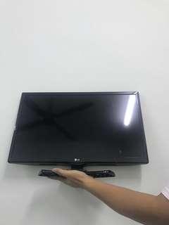 "LG 24"" TV (negotiable) 🌟"
