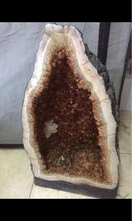 荃灣家自取,自備大隻仔。最內層水晶粒,中間層瑪瑙,最外層水泥保護層)55高直徑27全圍77cm