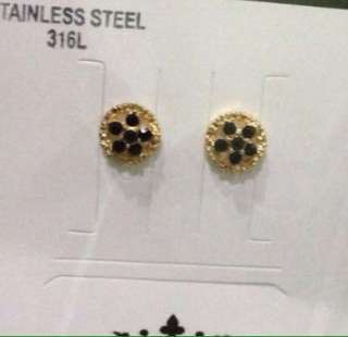 Stud earrings - gold tone ( 1 Pair Only)