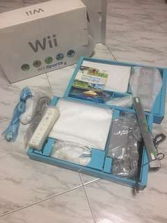 Nintendo Wii (full set with sports cd game and 1 controller)