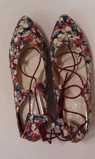 花花涼鞋 women's shoes