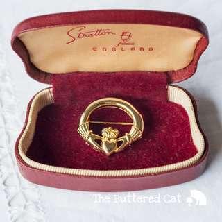Vintage gold tone Claddagh brooch