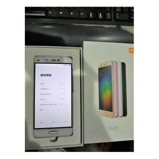 九成新 小米5  白色/3G 32G 盒裝 送 兩個保護殼