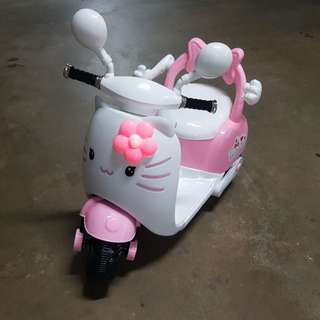 Hello Kitty electric kids scooter