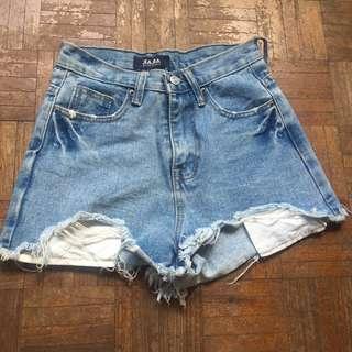 Tattered highwaisted shorts