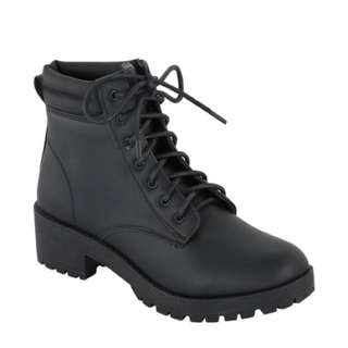 Padded collar boots