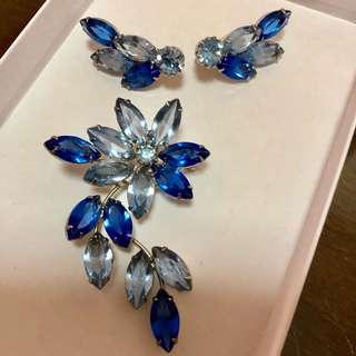 Vintage D&E Juliana Brooch Pin & Clip Earrings set in Sapphire Glass flower shape