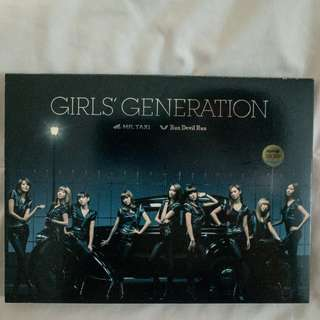 SNSD Girls' Generation - Single Mr.Taxi/Run Devil Run (CD+DVD, PLUS PHOTOCARD)