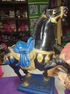 Patung kuda terbuat dari batu