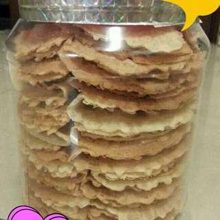 Kapit Raya berinti choco or peanuts