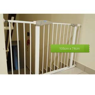 [Preloved] Lindam Safety Gate (with extension) 105cm x74cm