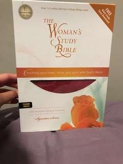 The Woman's Study Bible NIV