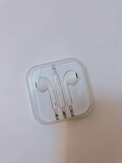 Apple EarPods with 3.5mm headphone plug
