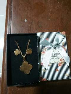 Gold Stainless Lucky clover set with box