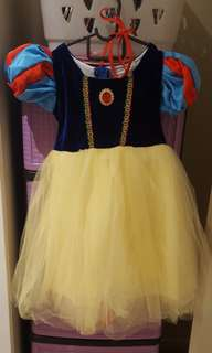 Snow white dress with cape