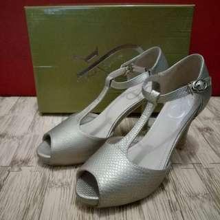 Reprice - Gold Heels YK Signature