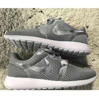 Brand New Gray Nike Roshe Run
