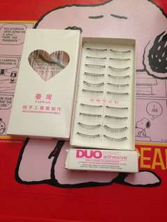 217 taiwan lashes with adhessive