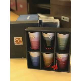 Hand painted ceramic cups in 6 colours 手工制陶瓷杯一組6色