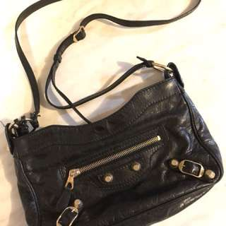 Balenciaga 黑色斜孭袋