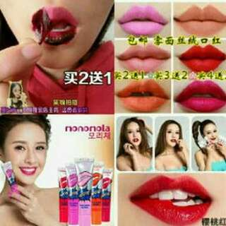 Monomola wow lip tatoo
