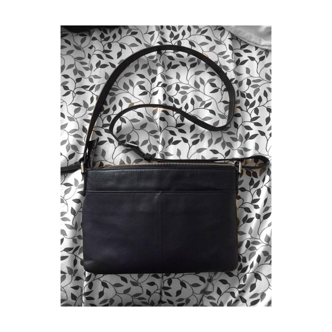 Danier sling bag