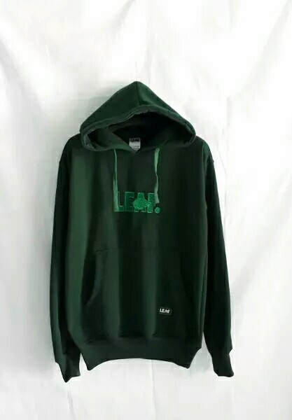 Jaket sweater hoodie leaf hijau, Men's Fashion, Men's Clothes, Outerwear on Carousell